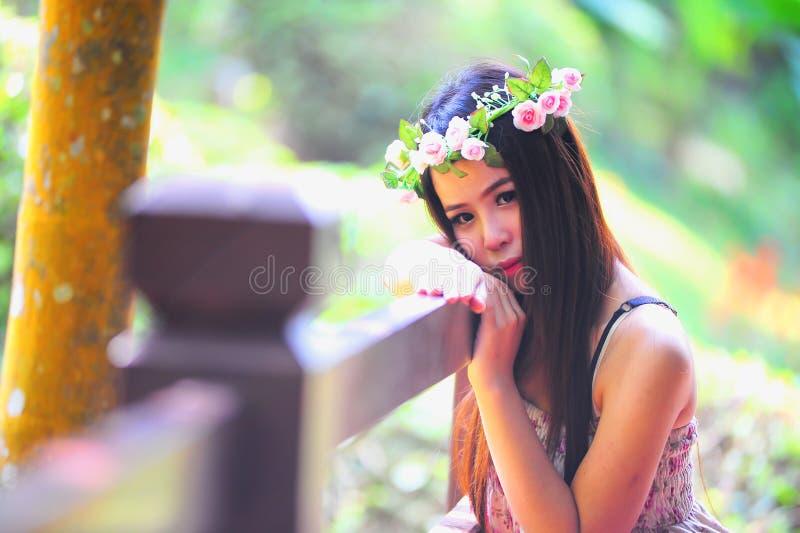 Azja młodej kobiety Piękny portret na plenerowym zdjęcia royalty free