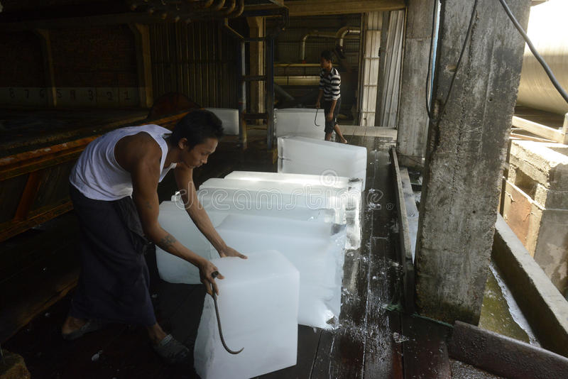 AZJA MYANMAR MYEIK lodu produkcja obraz stock