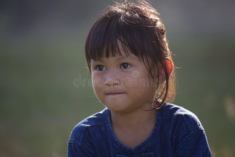 Azja, portret ładny 5 roczniaka naturalne światło zdjęcia stock