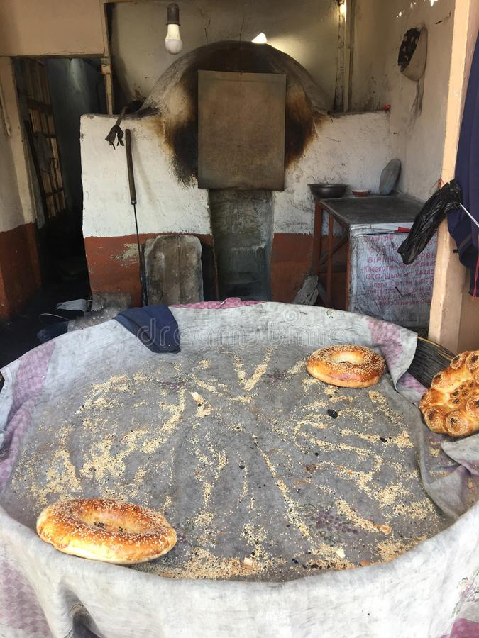 Azja, Uzbekistan, chleb, gliniany piekarnik obraz royalty free