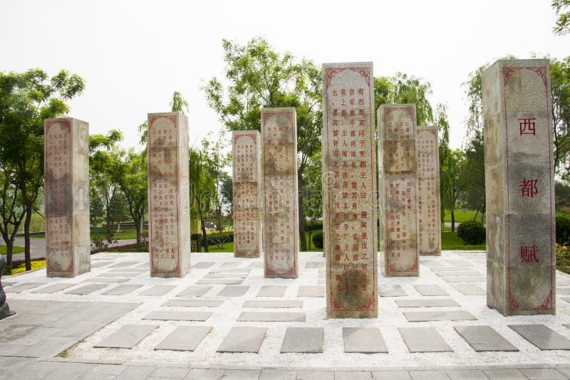 Azjata Chiny, antykwarscy budynki, kamienni filary, rzeźbiący w klasycznej poezi, obraz stock