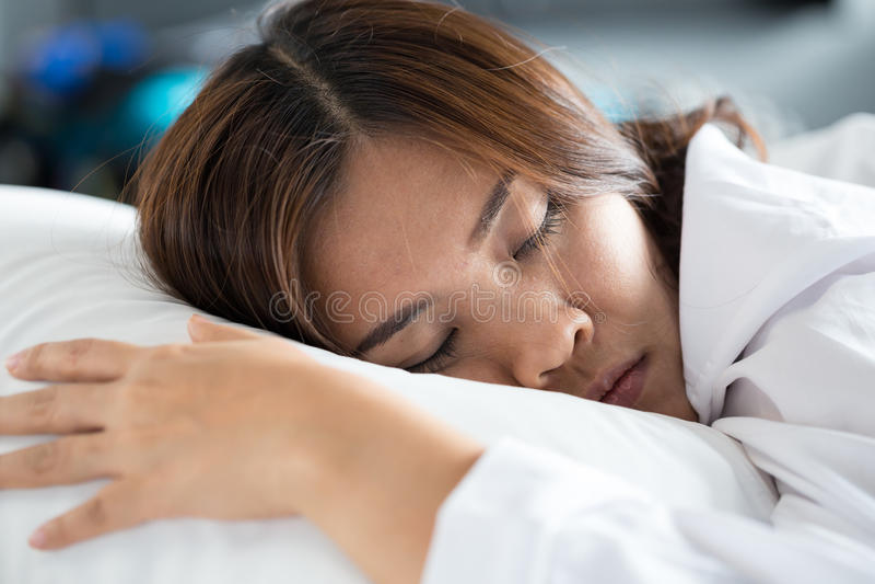 azjata kobieta łóżkowa sypialna obrazy stock