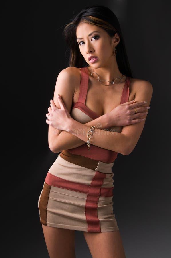azjata kobieta smokingowa mini fotografia royalty free