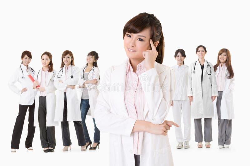 Azjata kobiety doktorski główkowanie zdjęcia stock