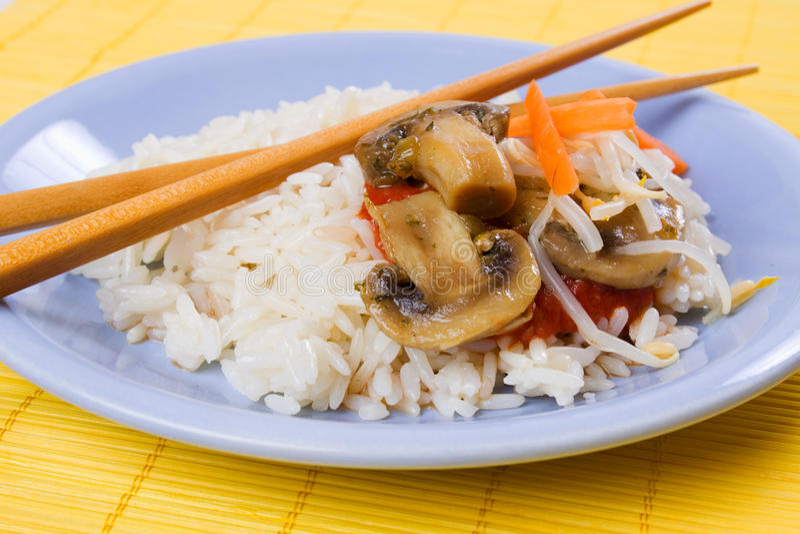azjata pieczarek ryż stylu warzywa zdjęcia stock