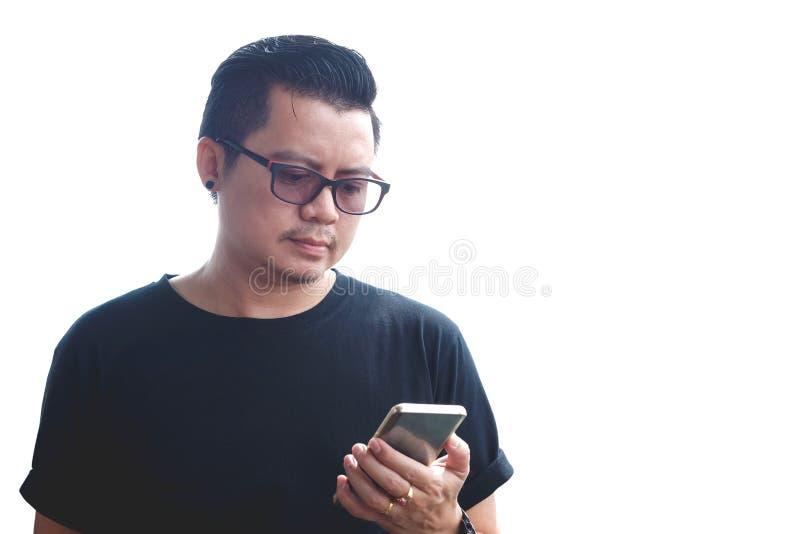 Azjatyccy mężczyzna trzymali mobilnego mądrze telefon zdjęcia royalty free