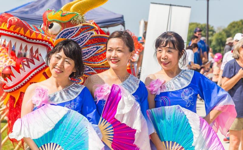 Azjatyccy tancerze Przy Ninth Rocznym smok łodzi festiwalem Mongomery zdjęcia royalty free