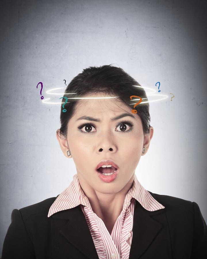 Azjatycka Biznesowa kobieta Wprawiać w zakłopotanie fotografia stock
