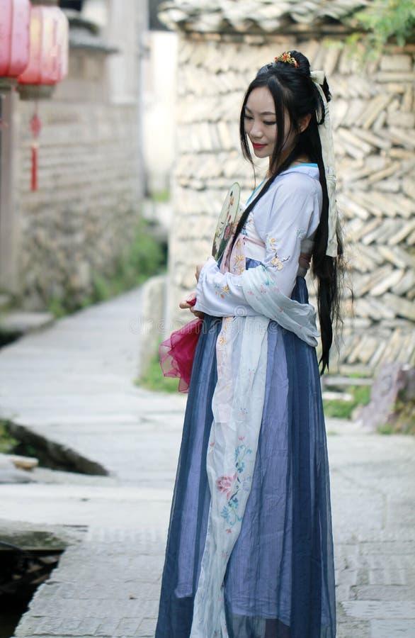 Azjatycka Chińska kobieta w tradycyjnej Hanfu sukni zdjęcia stock