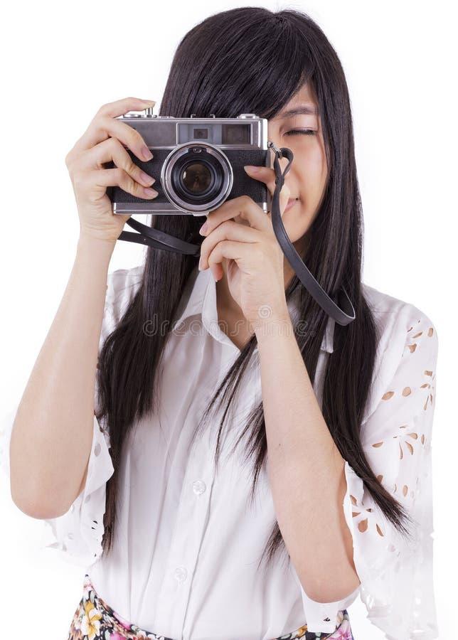 Azjatycka dziewczyna z rocznik retro kamerą. zdjęcia stock