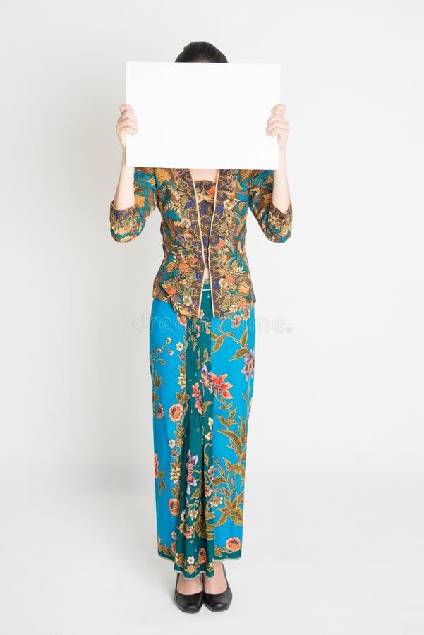 Azjatycka dziewczyny mienia plakata nakrycia twarz zdjęcia stock