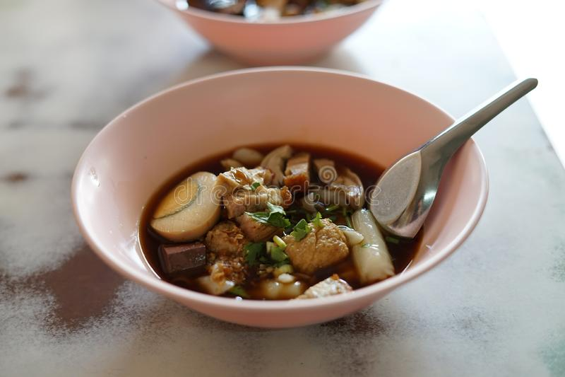 Azjatycka kluski polewka w Bangkok ulicy jedzeniu obraz stock