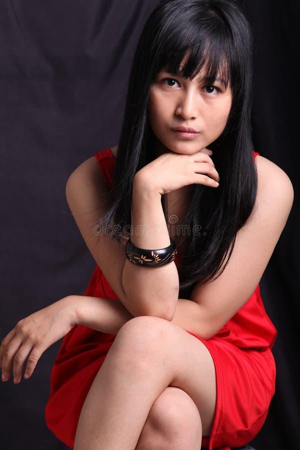 Download Azjatycka kobieta obraz stock. Obraz złożonej z patrzeje - 32465085