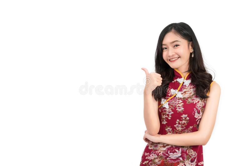 Azjatycka kobieta jest ubranym chińczyk suknię, cheongsam, qipao zdjęcie royalty free