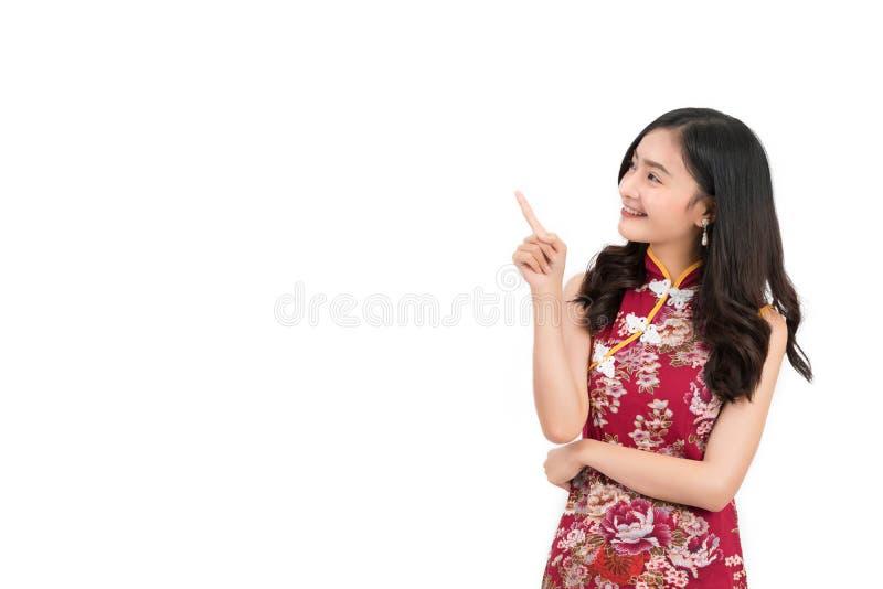 Azjatycka kobieta jest ubranym chińczyk suknię, cheongsam, qipao zdjęcie stock