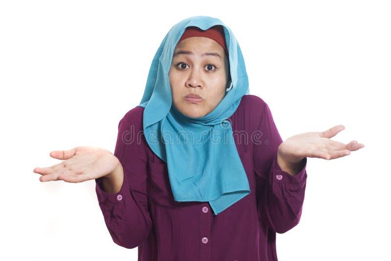 Azjatycka kobieta Wzrusza ramionami ramię, no Znam gesta obraz stock