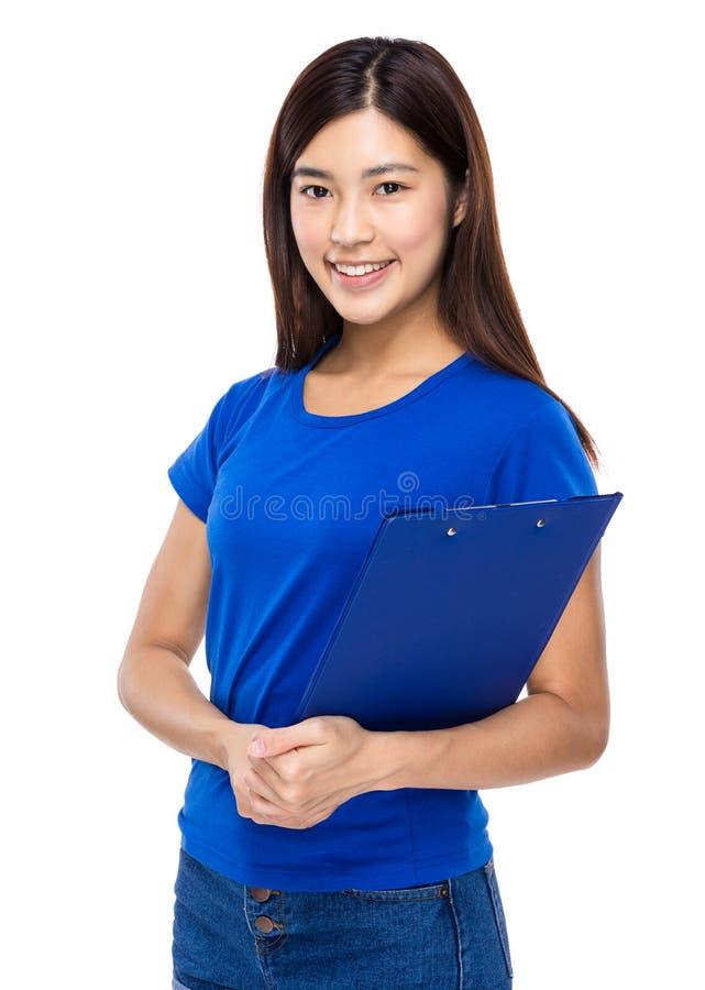 Azjatycka kobieta z schowkiem obraz stock