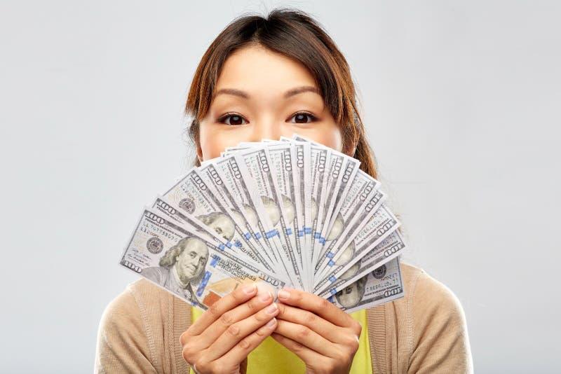 Azjatycka kobieta z setkami dolarowy pieniądze obrazy royalty free