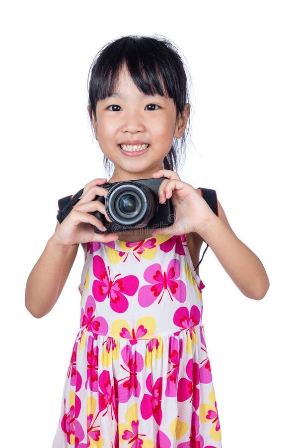 Azjatycka Mała Chińska dziewczyna trzyma kamerę zdjęcia royalty free