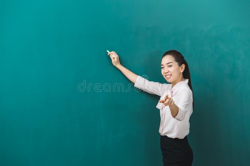 Azjatycka nauczyciel kreda, pozy dla fotografii i zdjęcia stock