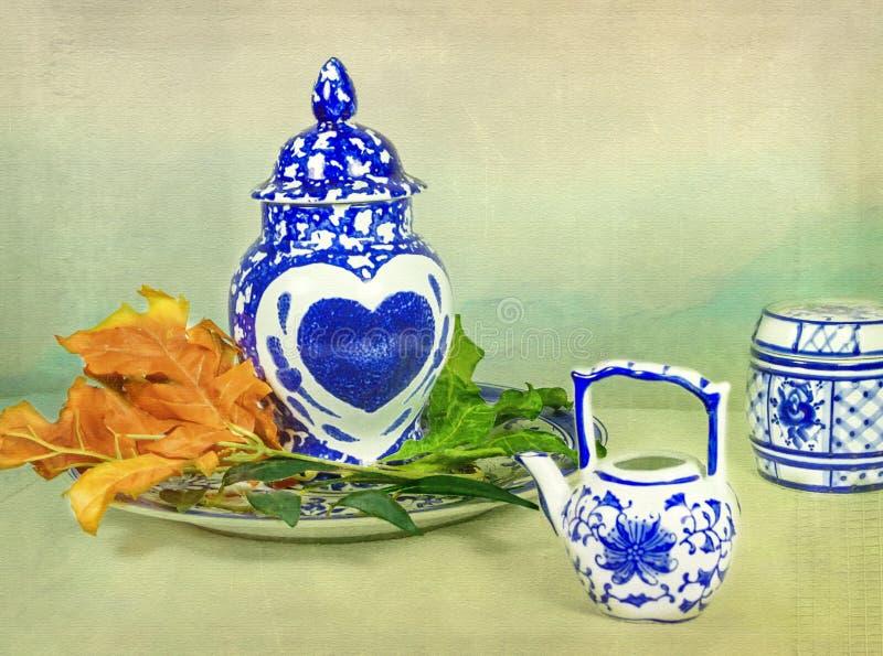 Azjatycka porcelana z sercem zdjęcia stock