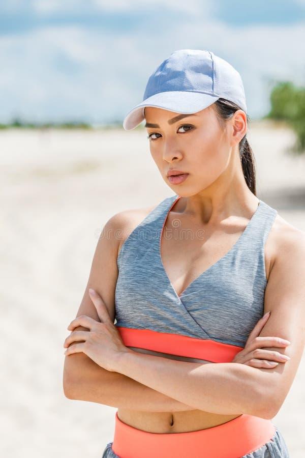 Azjatycka sportsmenka w sportswear fotografia royalty free