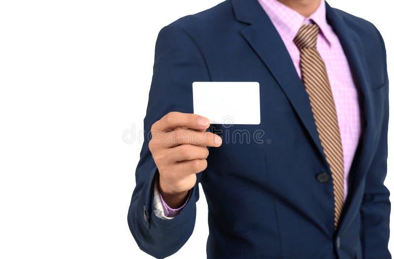 Azjatycki biznesmen pokazuje pustą kartę ręką Na białym backgrou obraz stock