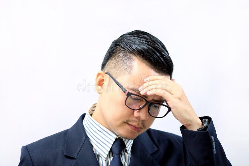 Azjatycki biznesowy mężczyzna z migreną zdjęcie stock