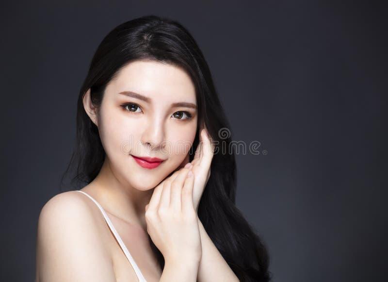 Azjatycki długie włosy i zdjęcia royalty free