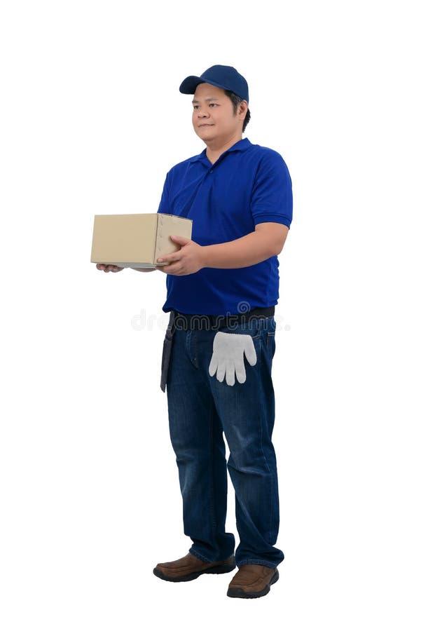 Azjatycki doręczeniowy mężczyzna pracuje w błękitnej koszula z talii torbą dla wyposażenia i ochronnych rękawiczek odizolowywał b zdjęcie royalty free