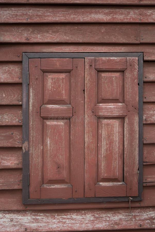 Azjatycki Drewniany okno na drewno ściany tle zdjęcia royalty free