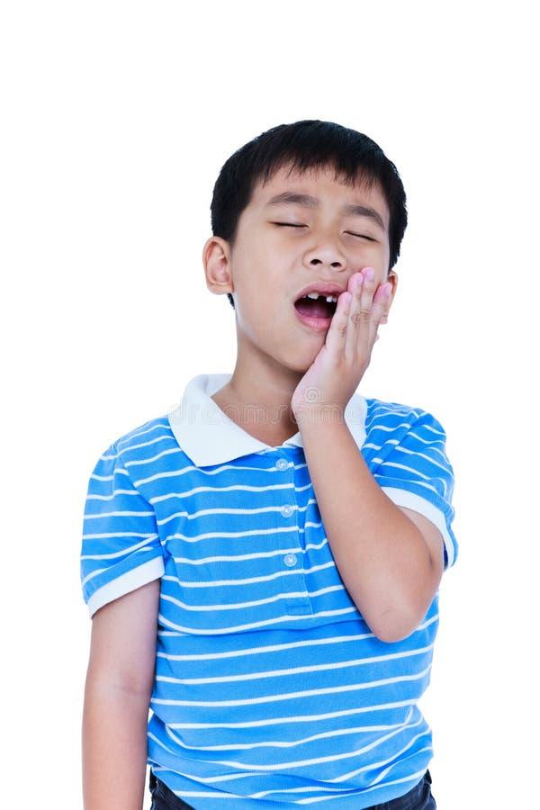 Azjatycki dziecka cierpienie od toothache Odizolowywający na białym backgrou zdjęcie royalty free