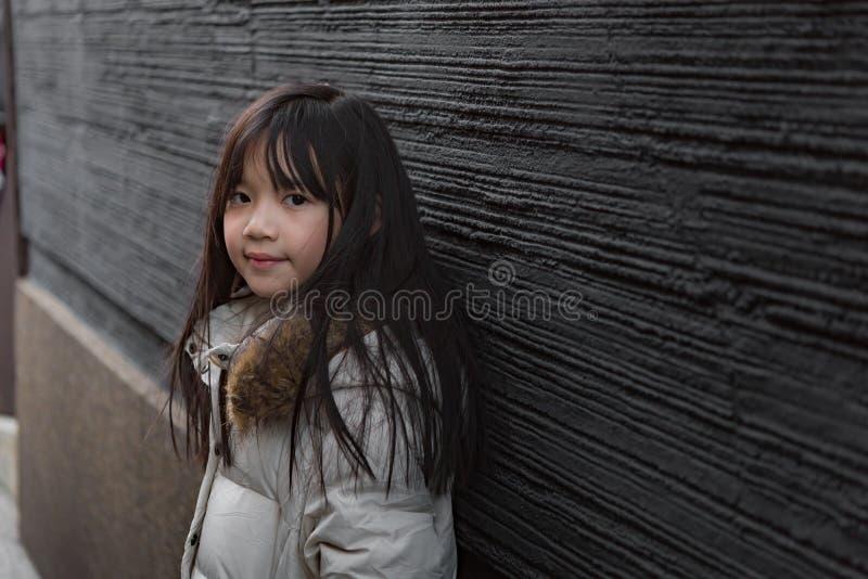 Azjatycki dziecko w zimie zdjęcia stock