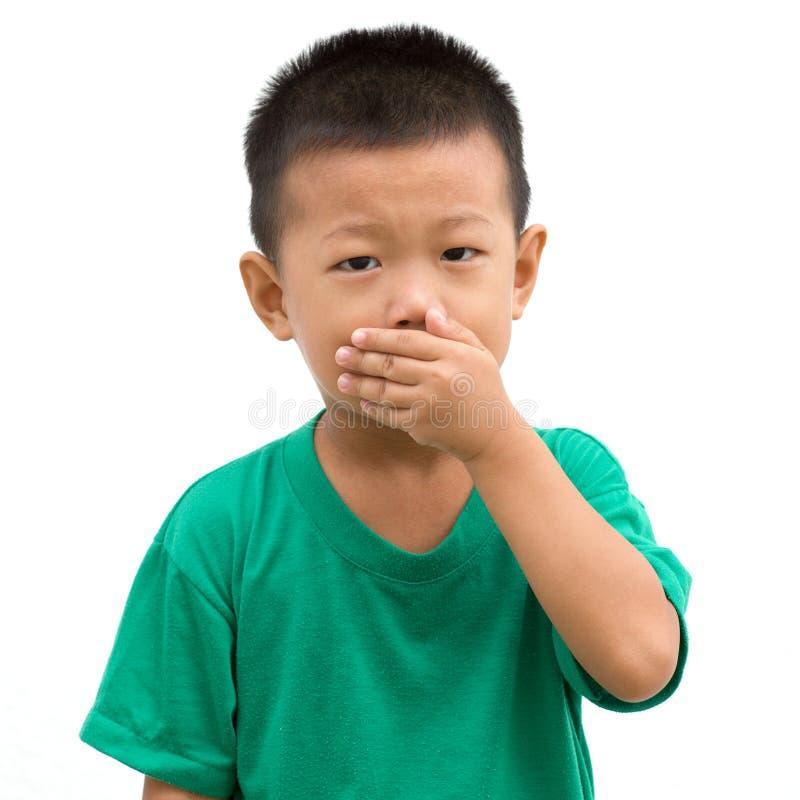Azjatycki dziecko zakrywający usta obraz stock