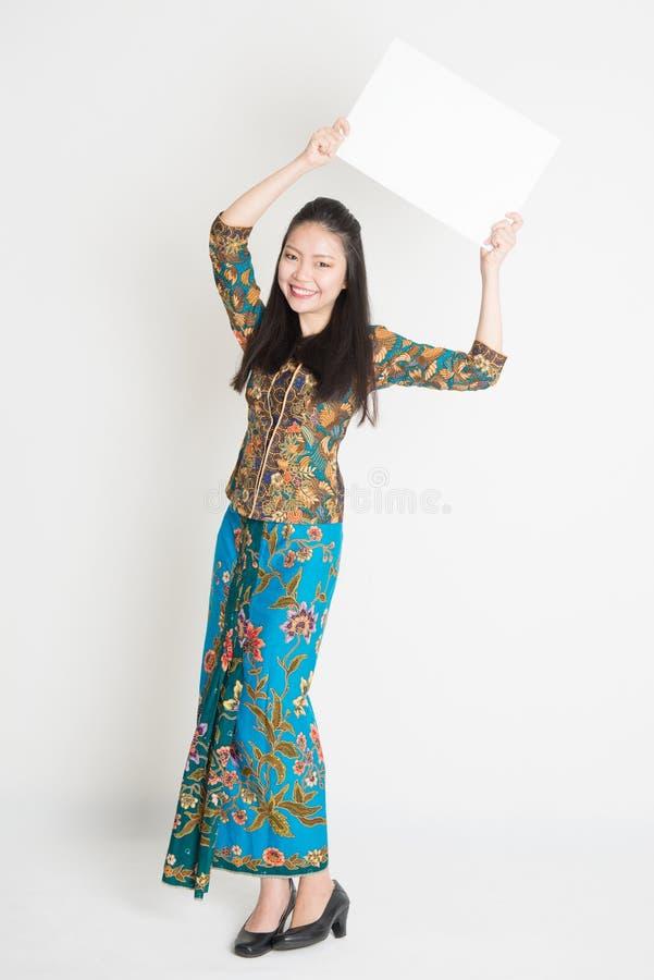 Azjatycki dziewczyny mienia plakat zdjęcie stock