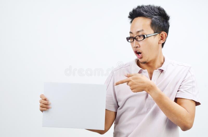 Azjatycki mężczyzna mienia plakat obrazy stock