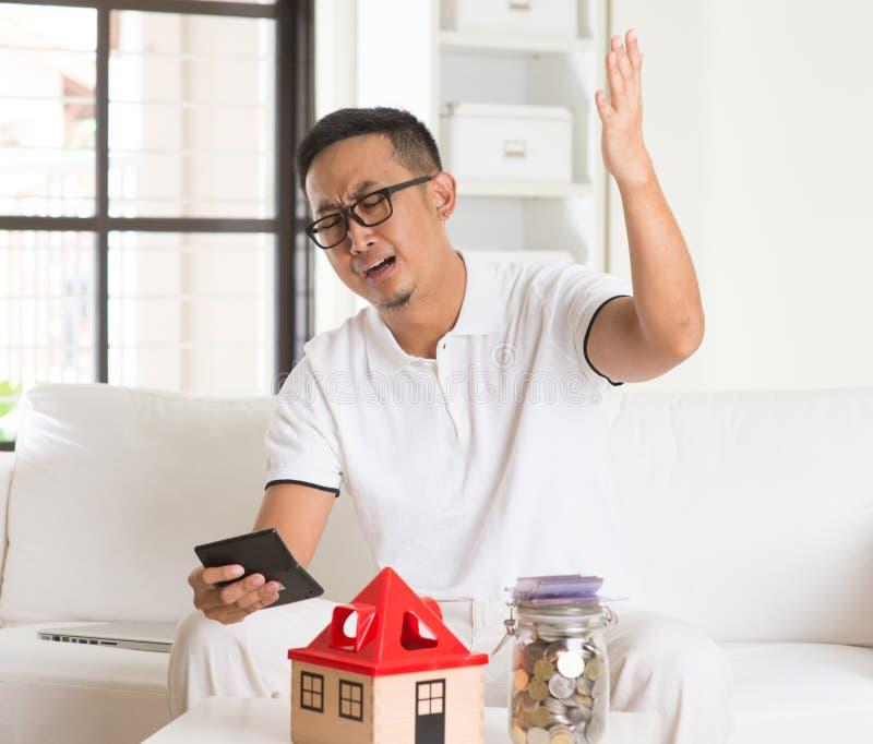 Azjatycki mężczyzna stres na wysokiej własności zdjęcie royalty free