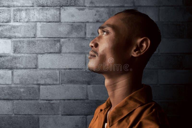 Azjatycki mężczyzna w więzieniu zdjęcia royalty free