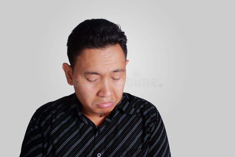 Azjatycki mężczyzna z śmieszną śliczną smutną twarzą fotografia royalty free