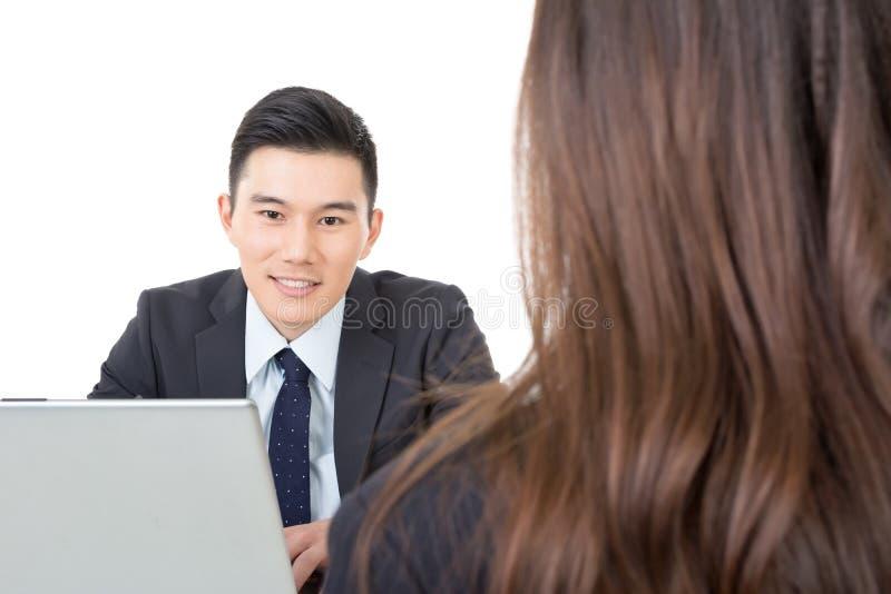 Azjatycki młody biznesowego mężczyzna konsultować zdjęcia royalty free