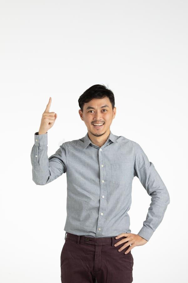Azjatycki młody człowiek klika dalej pomysł zdjęcie stock