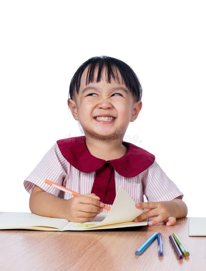 Azjatycki Mały Chiński dziewczyna rysunek z kolorów ołówkami obrazy royalty free