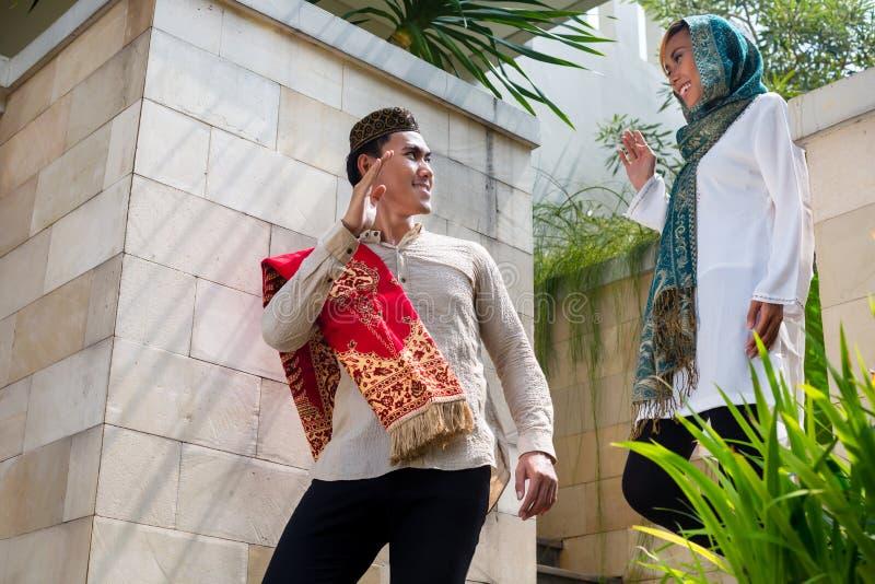 Azjatycki Muzułmański mężczyzna iść pracować obrazy royalty free