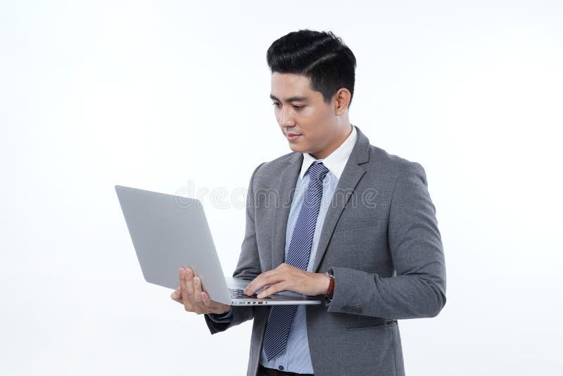 Azjatycki Przystojny Młody Biznesowy mężczyzna Odizolowywający na Białym tle zdjęcie stock