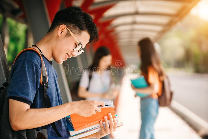Azjatycki uczeń w uniwersytecie obraz stock
