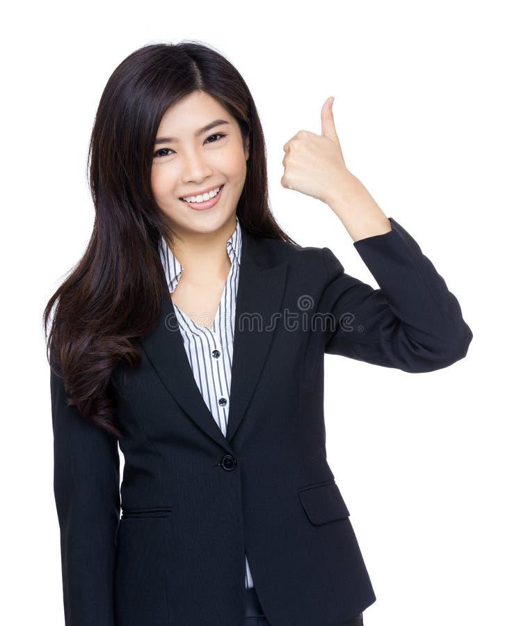Azjatyckiego bizneswomanu kciuka up gest obraz stock