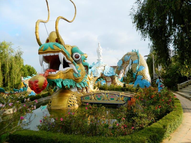 Azjatyckiego smoka kolorowa rzeźba obraz stock