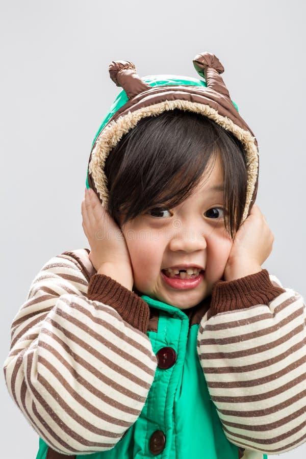 Azjatyckiej dziewczyny Dygotliwy tło, Azjatycki dziewczyny rozbijanie, Azjatycki dziewczyny rozbijanie/, studio Odizolowywaliśmy  zdjęcie royalty free