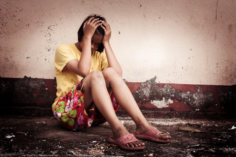 Azjatyckiej dziewczyny smutny samotny obraz royalty free