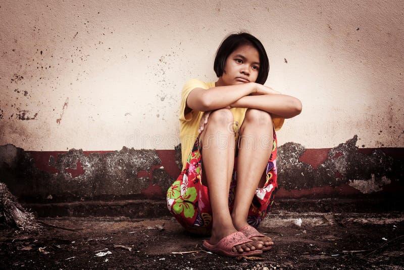 Azjatyckiej dziewczyny smutny samotny obraz stock